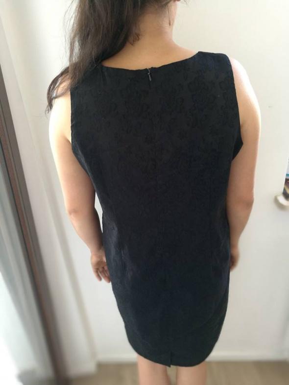 Czarna elegancka sukienka 40