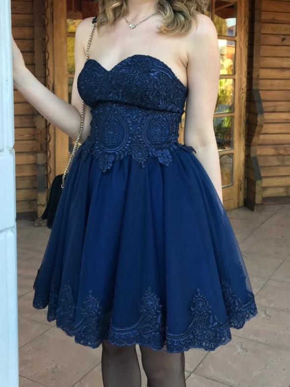 Granatowa balowa rozkloszowana sukienka gorsetowa haft