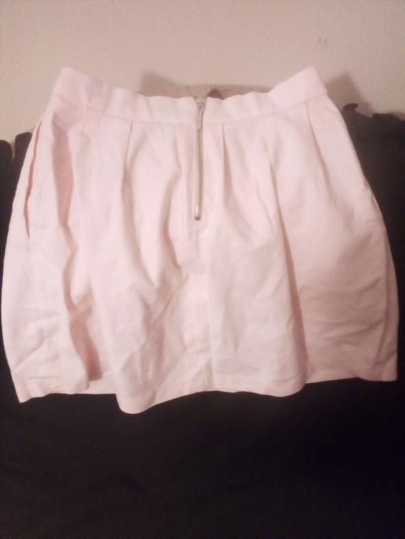 Różowa spódniczka