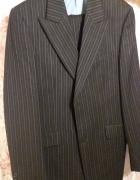 czarny garnitur...