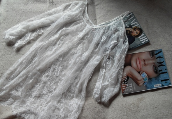 Biała koronkowa tunika