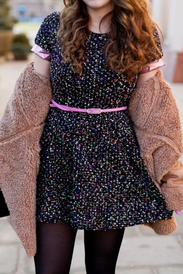 Kolorowa sukienka z wyciętymi plecami Lashes