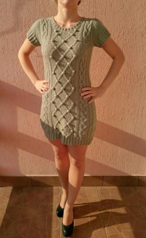 Szara sweterkowa sukienka tunika Atmosphere kulki...