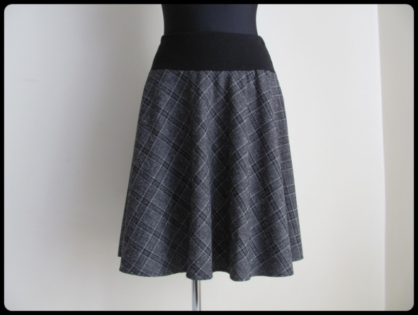 Spódnice Spódnica na gumce rozkloszowana 40 L i 42 XL