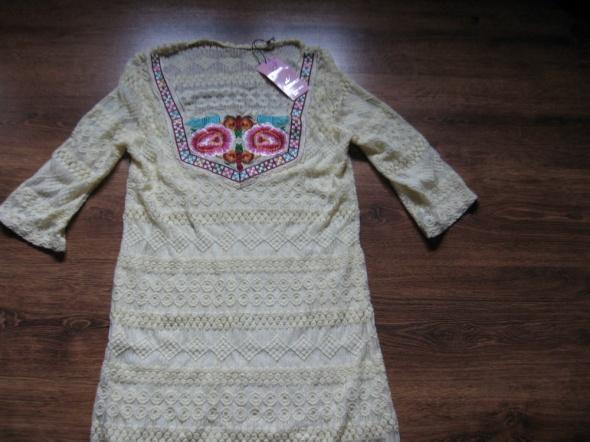 Nowa sukienka z bawełnianej koronki