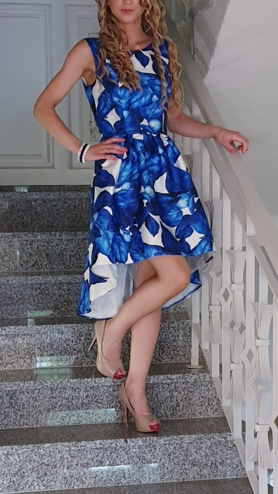 Sukienka Chi Chi London ESSIE Floral niebieskie kwiaty asymetryczna niebieska
