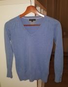 błękitny sweterek tommy hilfiger...