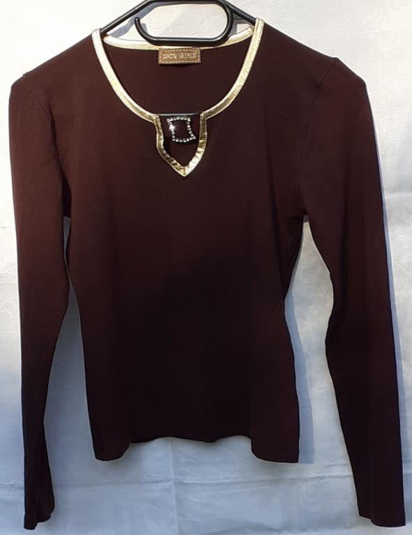 Bluzka w kolorze czekolady ze złotą lamówką i cyrkoniową klamer...