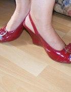 Sandały koturny czerwone open toe pasek klamra...