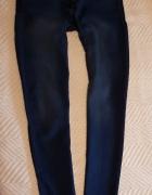 Granatowe jeansy rurki...