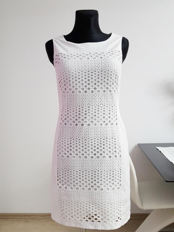 biała sukienka z wycinanym haftem Gerry Weber...