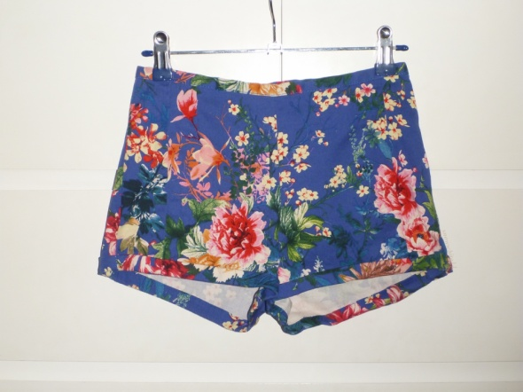 Spodenki eleganckie spodenki pull&bear floral print kobaltowe
