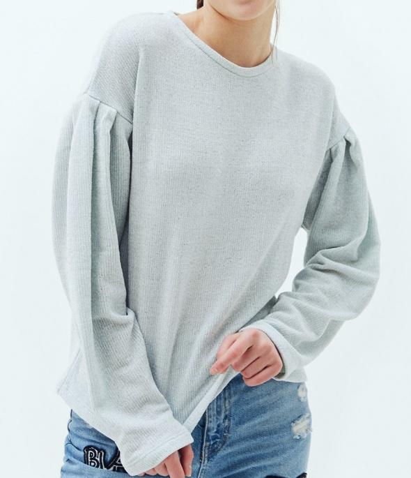 szenilowy sweterek baby blue bershka jak nowy