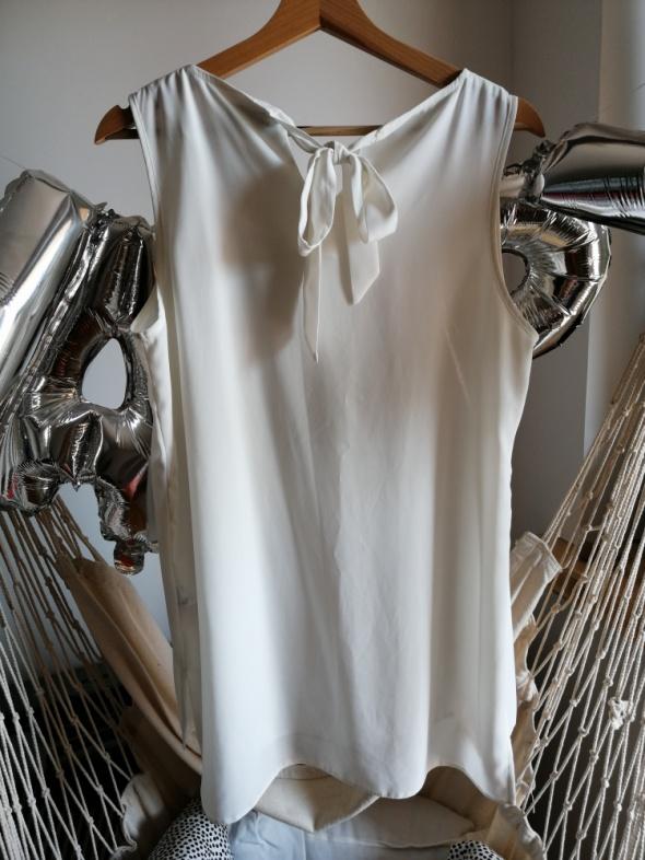 Biała bluzka mgiełka F&F 40 L zwiewna lekka wiązana na plecach kokarda