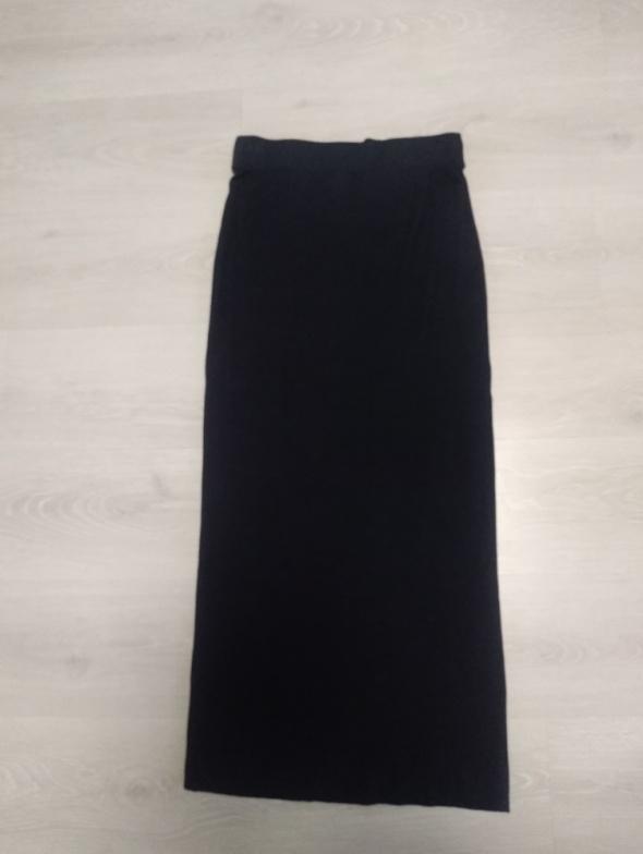 Czarna spódnica tuba maxi z H&M...