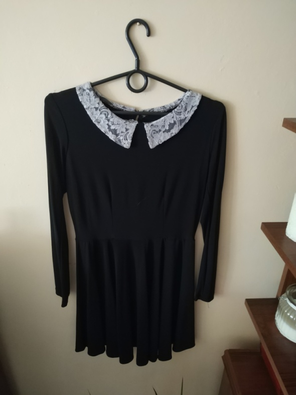 Czarna sliczna sukienka z całego koła