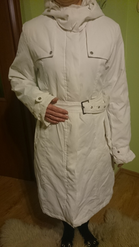 Biały płaszczyk