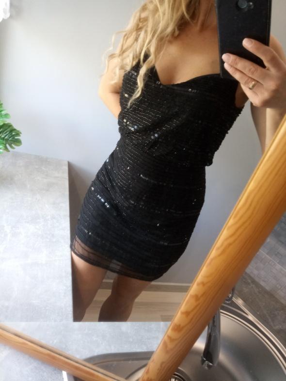 Blyszczaca sukienka cekiny