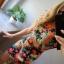 Sukienka w neonowe kwiaty