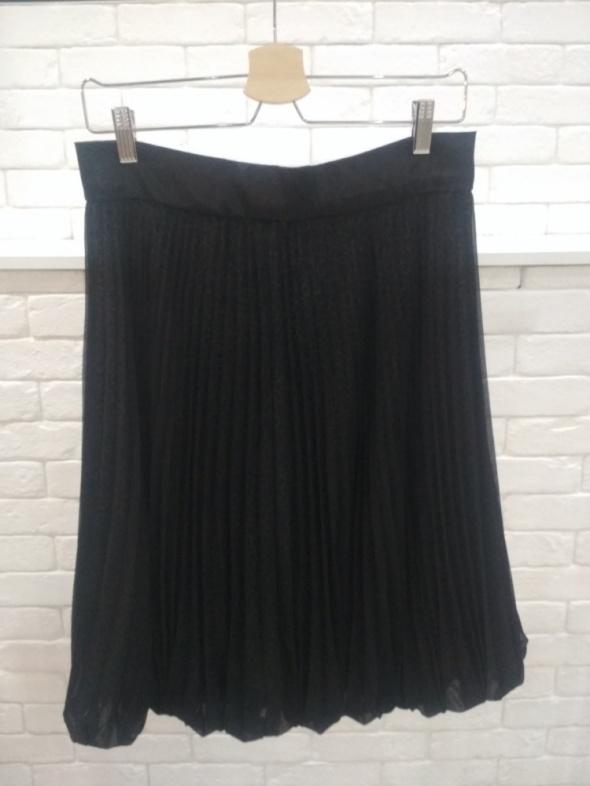 Plisowana czarna spódnica w panterkę 38...