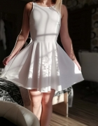 Biała letnia sukienka bershka...