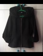 Czarny krótki wełniany płaszczyk z dużym kapturem Asos...
