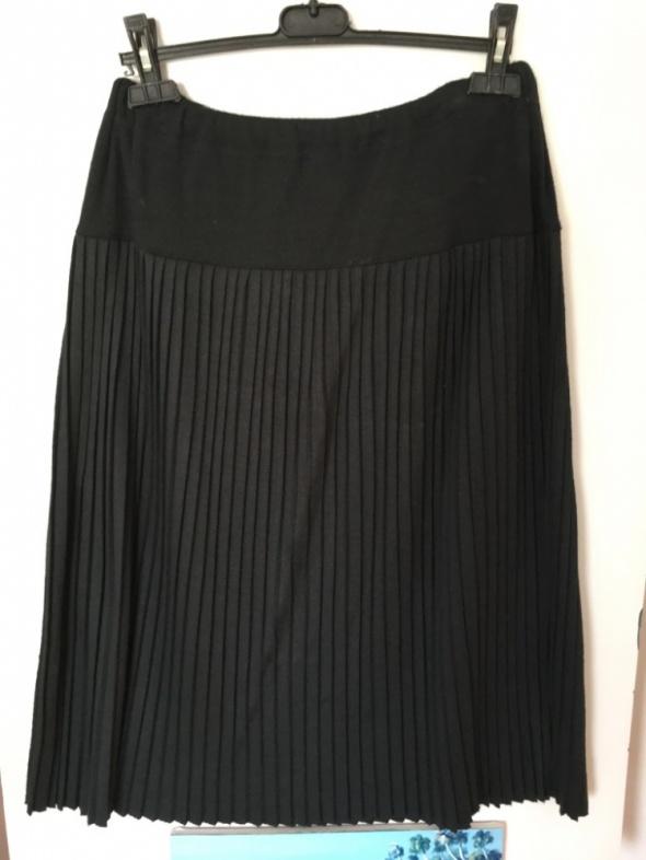 Czarna wełniana spódnica plisowana rozm L 40 42