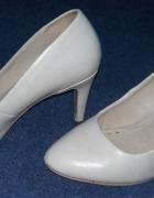 Damskie cieliste buty na obcasie rozmiar 36...