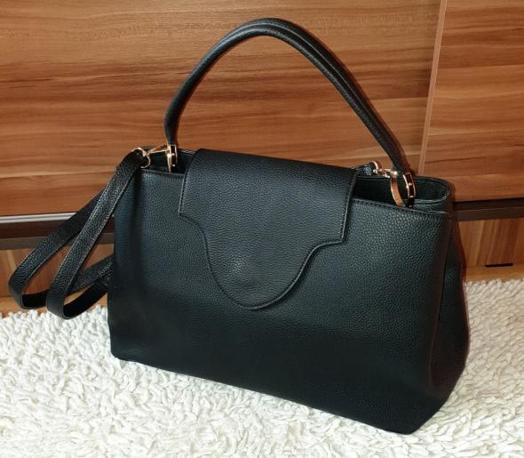 Czarna torebka typu shopper na ramię lub do ręki