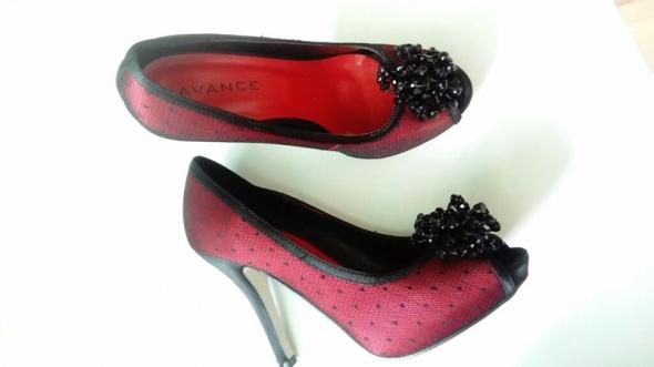 Szpilki Czerwone buty z koronką i koralikami 38 Avance
