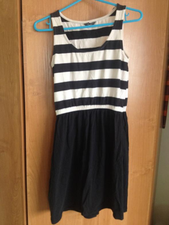 sukienka czarna letnia