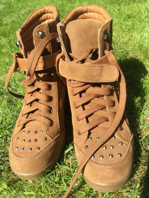 Zamszowe buty na koturnie Jennifer and Jennifer 38 Jak nowe