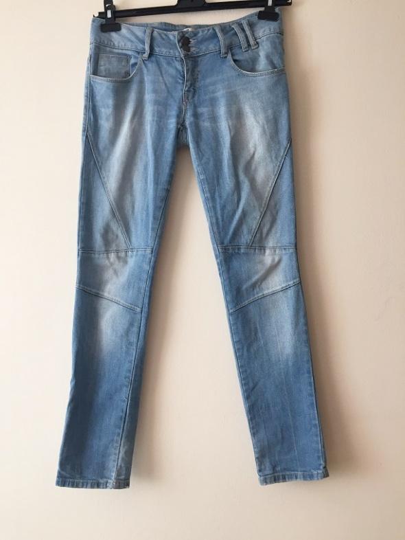 jasne niebieskie rurki jeansowe M