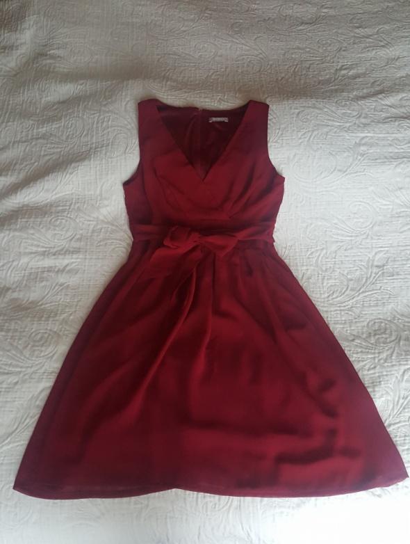 Bordową lekka sukienka...