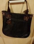 Czarna torebka z kwiatkiem...
