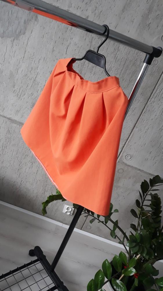Pomarańczowa spódniczka...