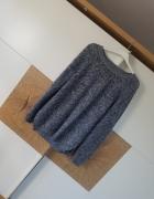 Niebieski sweter...