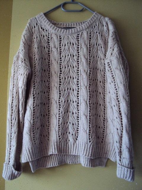 ażurowy sweter z warkoczami...