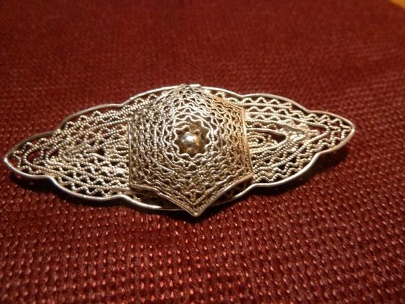 srebrna broszka