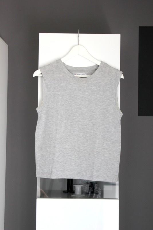 Bluzki top bluzka bluzeczka bez rękawów basic basicowa szara klasyczna półgolf even odd