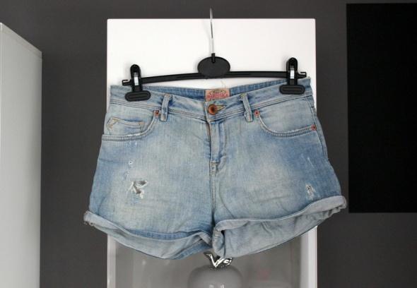 szorty krótkie spodenki bershka jasny dżins dżinsowe jeans jeansowe wysoki stan wyższym high waist