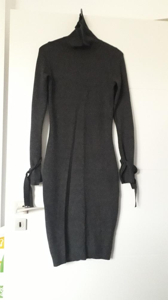 Sukienka swetrowa golf tuba