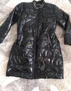 Czarny płaszcz mega plecy z kryształkami...