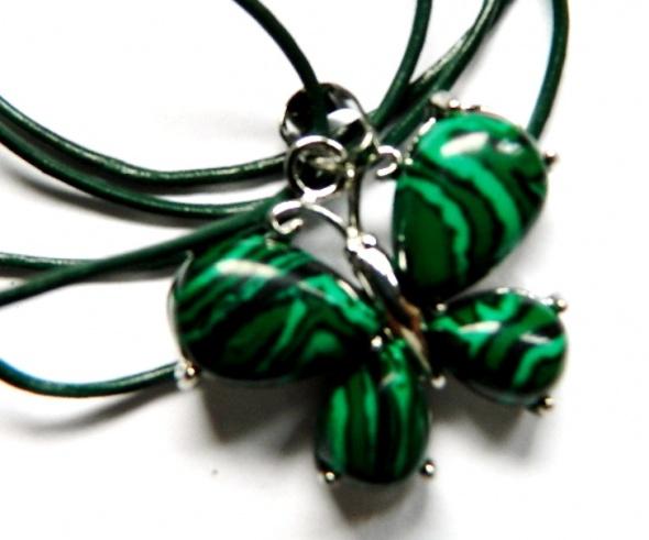 Motyl z zielonym malachitem delikatny wisiorek