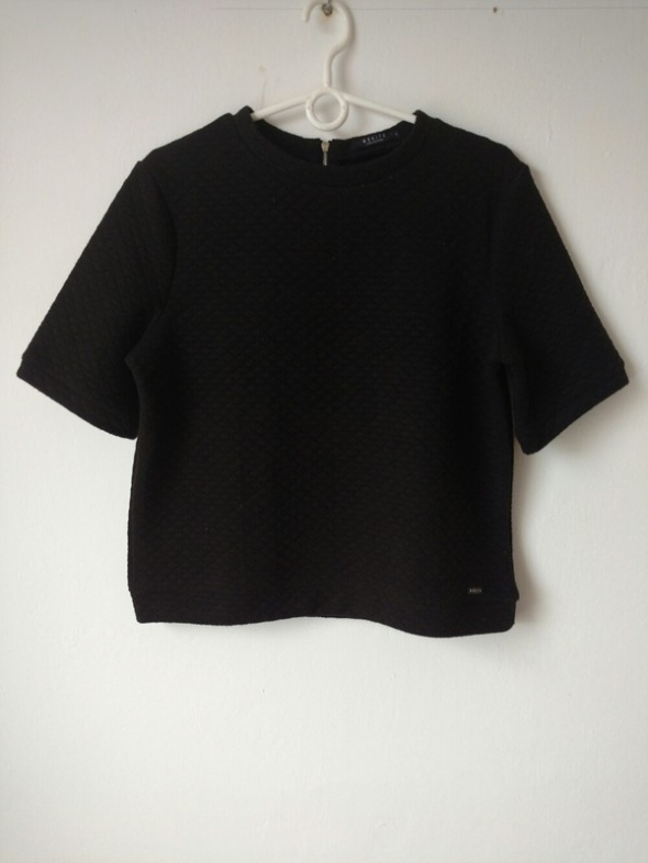 Czarna bluzka o pikowanej strukturze Mohito r M...