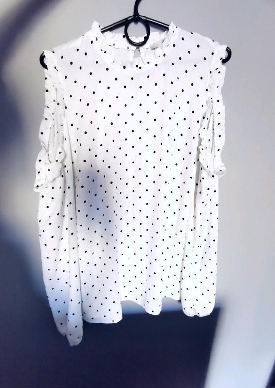 biała bluzka mgiełka w kropki...