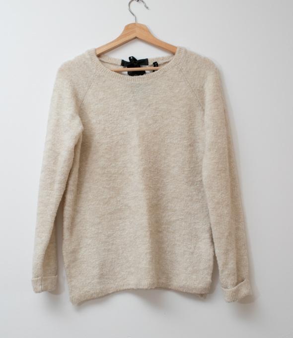 STRADIVARIUS jasny sweter oversize S M...
