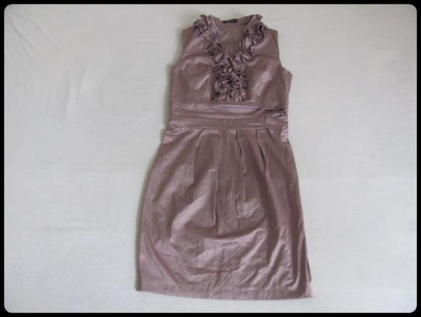 Pretty Girl sukienka z ozdobnym dekoltem 38 M