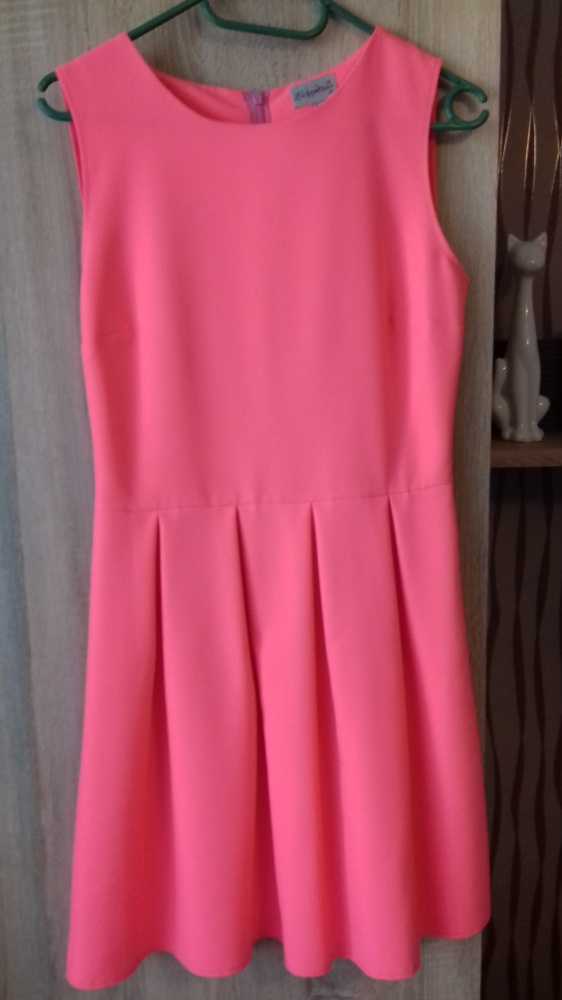 neonowa sukienka rozkloszowana roz 36