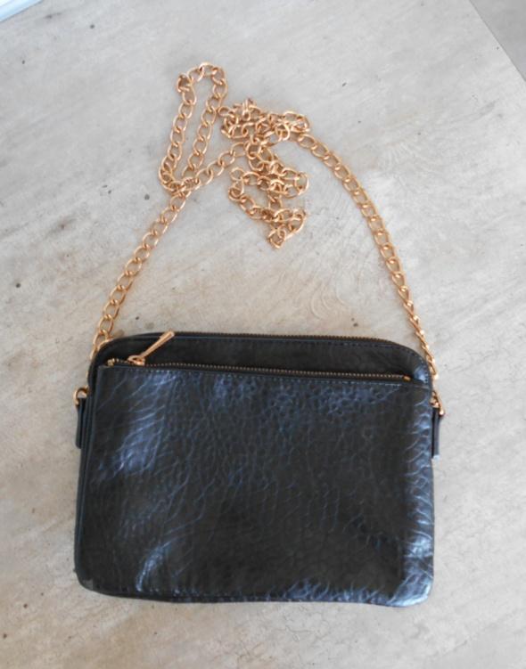Kappahl czarna torebka złoty łańcuch chain listonoszka